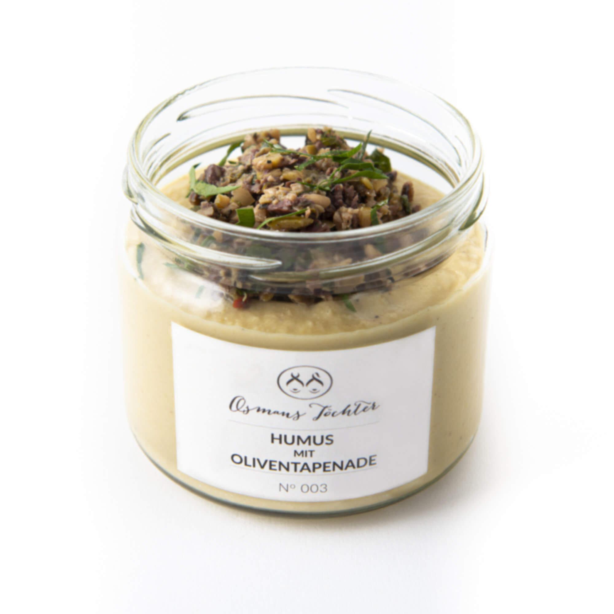 Humus mit Oliventapenade im Glas geöffnet  von vorne