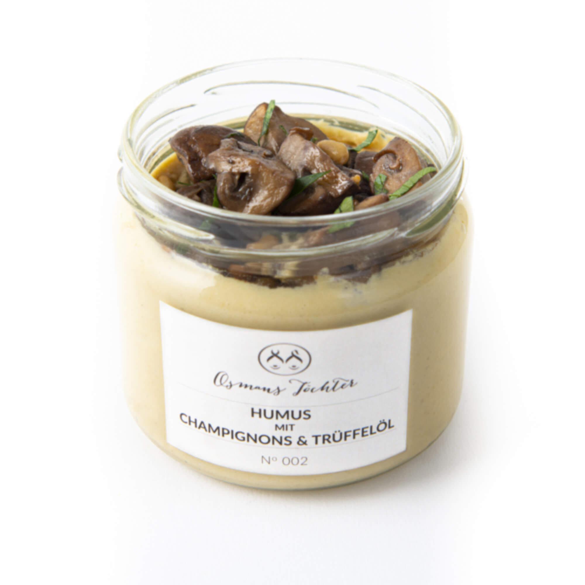 Humus mit Champignos und Trüffelöl im Glas geöffnet von vorne